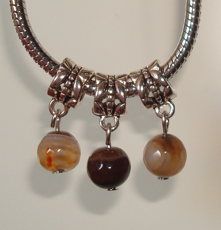 3 dangles met Brown Striped agaat