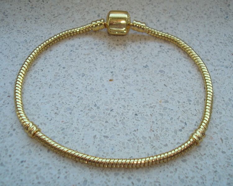 Goldplated armband met clipsluiting Mt 21